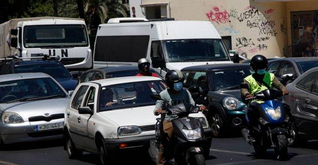 Chipre hace que la máscara resistente obligatoria en grandes espacios interiores