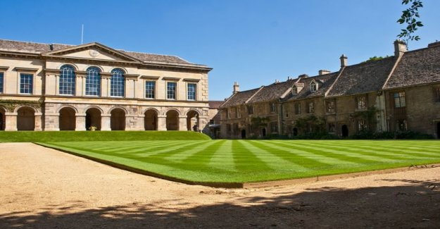 Colegio de Oxford 'de honor del reino unido UN nivel ofrece'