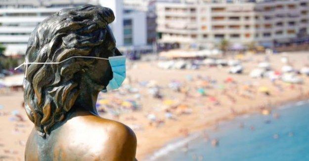 Cómo mantener la calma en una máscara de la cara en el calor