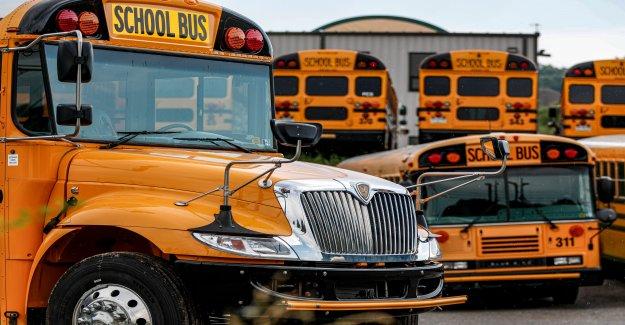 Conductor de camión en Georgia rescata a los estudiantes después de golpear en el autobús escolar, más tarde muere