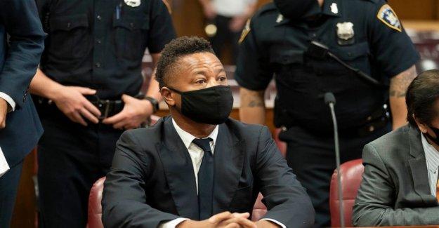 Cuba Gooding Jr viste de Negro, Vida Importa' la máscara de la corte