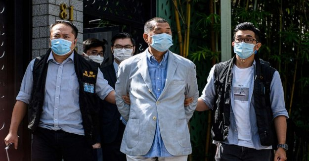 'Dark nueva fase en Hong Kong como pro-democracia de medios del magnate Jimmy Lai es detenido, su sala de redacción allanaron