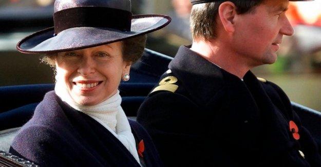 Del reino unido de la Princesa Anne para marcar 70 cumpleaños en la baja de la clave de la moda