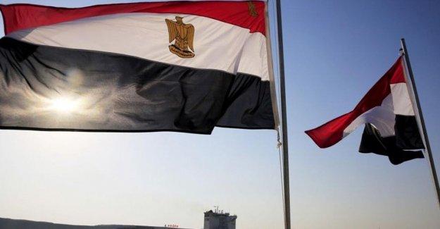 Egipto enfrenta juicio sobre los crímenes sexuales como 'Asalto' la Policía de la página se cierra