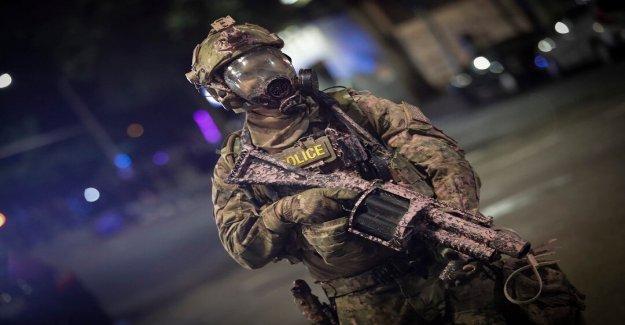 El DHS incendios de vuelta en 'mitos' Portland violencia disminuyeron debido a un menor número de agentes federales
