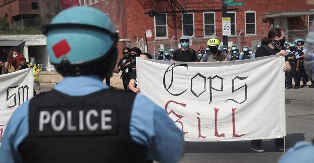 El alcalde de Chicago alabanzas de la policía rápidamente para tratar con el fin de semana de protestas