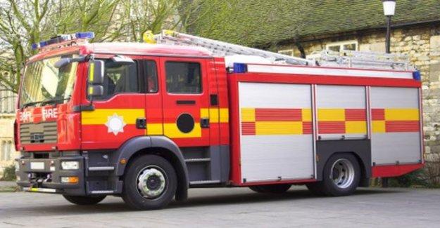 El fuego se propaga a través de tiendas en el este de Londres