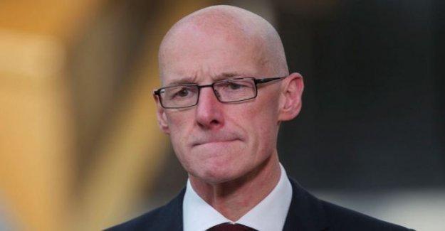 El secretario de educación se enfrenta a voto de censura