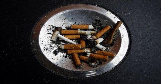 España presenta la nueva anti-COVID medidas, incluso parcial, de la prohibición de fumar