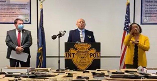 Flint, Mich., para destruir las armas ilegales confiscadas por la policía, no subastarlas a la legítima de los postores