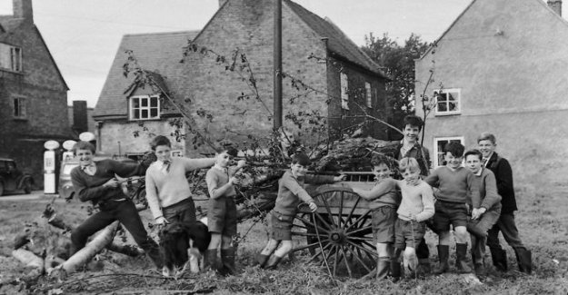 Fotos antiguas de la chispa de los recuerdos de la vida rural en un pueblo