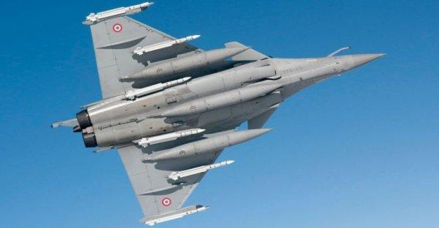 Francia envía aviones y barcos para tensas oriental Med