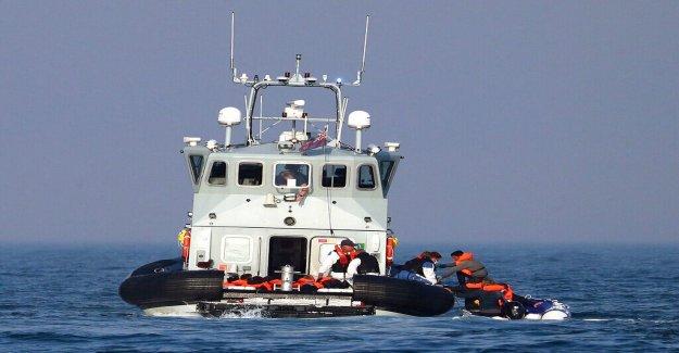 Gran bretaña comienza el retorno de inmigrantes ilegales que cruzó el canal a Francia, Alemania