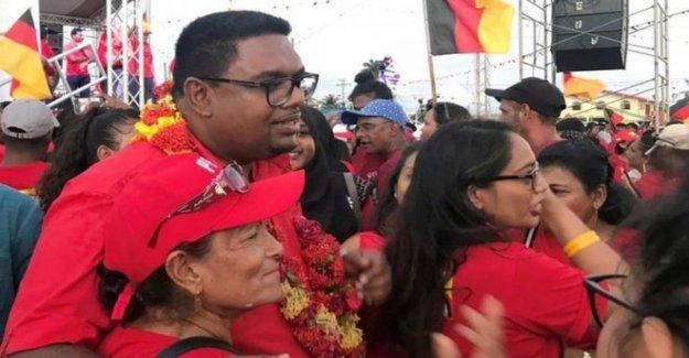 Guyana juramenta nuevo presidente después de largo tiempo de stand-off