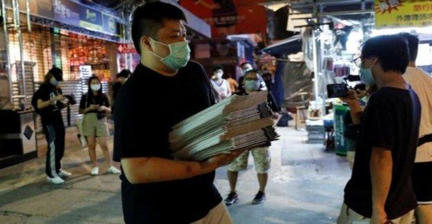 HK diario Apple Daily desafiante después de la represión