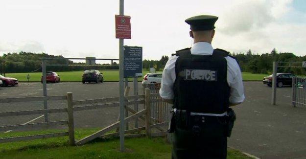 Hombre arrestado después de Belfast alertas de seguridad