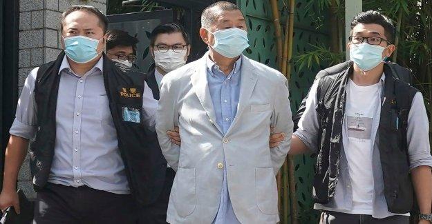 Hong Kong medios de comunicación del magnate Jimmy Lai arrestado, de la redacción irrumpió en China la nueva ley de seguridad