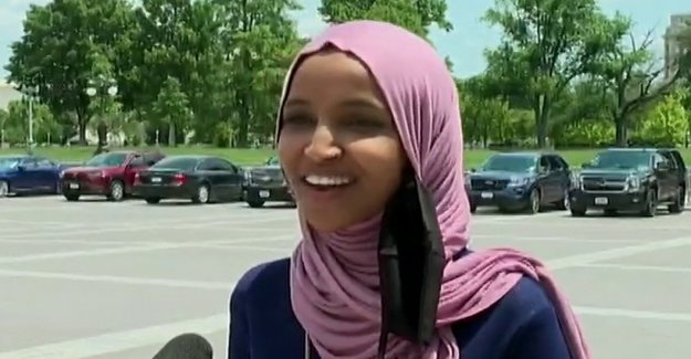 Ilhan Omar de la carrera de las primarias se calienta, como Dem challenger afirma que su campaña es cayendo a pedazos'