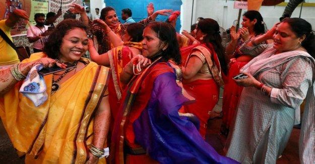 India PM sienta las bases de templo en arrasado mezquita sitio