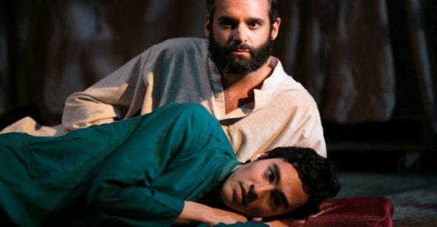 Indignación por a jugar a los Afganos 'el baile de los chicos