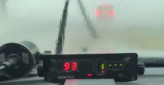 Iowa state trooper del radar de los registros de vientos topping de 90 mph durante derecho en el medio oeste