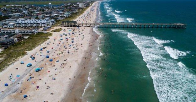 Isaias cerca de la fuerza de un huracán, ya que se arrastra hacia las Carolinas