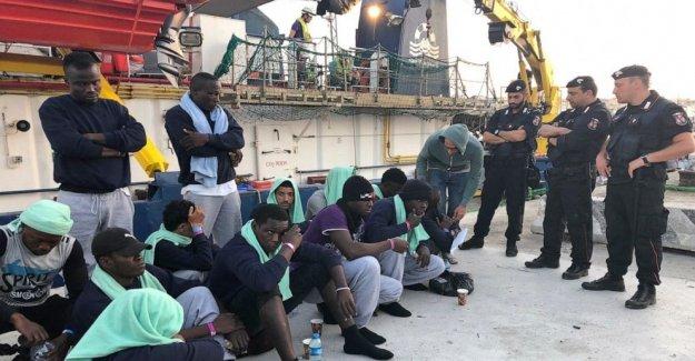Isla italiana se ejecuta fuera de la habitación para poner en cuarentena a los nuevos migrantes