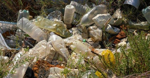 Italia basura de salsas con el virus de encierro, pero los plásticos lugar