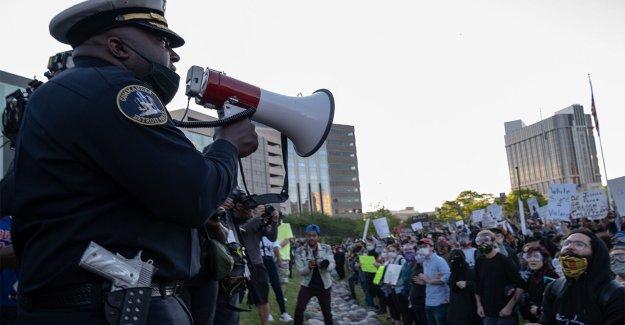 La Ciudad de Austin Consejo votó a favor de corte de 150 millones de dólares desde su departamento de policía