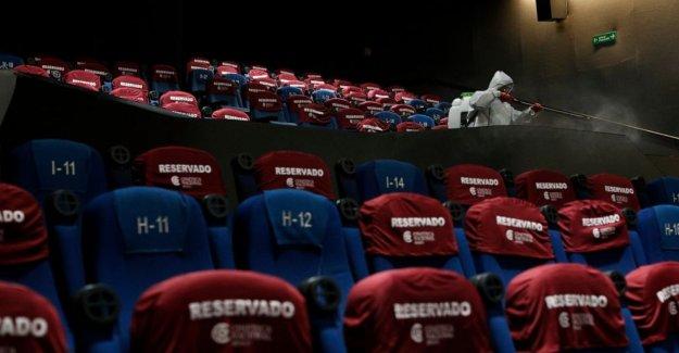 La Ciudad de méxico vuelve a abrir salas de cine a multitudes dispersas