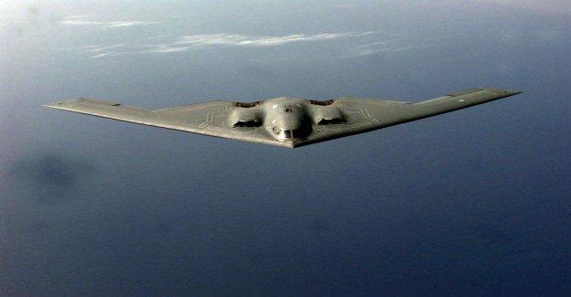 La Fuerza aérea de bombarderos, aviones no tripulados y los combatientes de la prueba de conjunto 'ataque furtivo ops