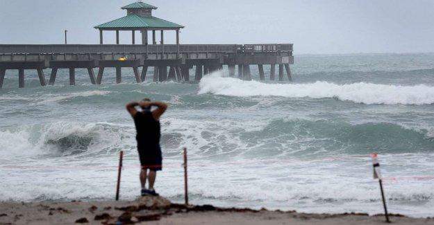 La Tormenta Tropical Isaías acerca a la Florida antes de la partida de las Carolinas