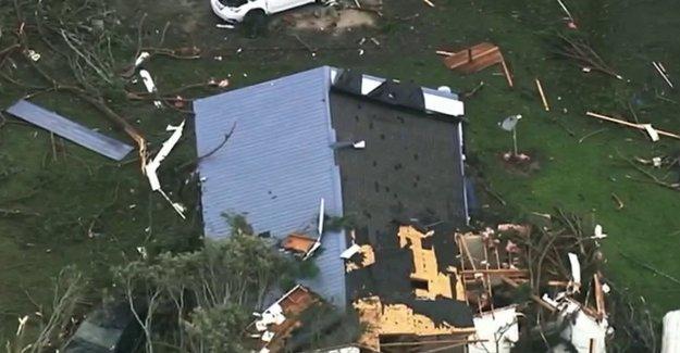La Tormenta Tropical Isaias genera tornados mortales, causas 'que amenazan la vida' inundaciones a lo largo de la Costa Este
