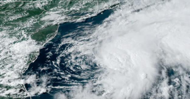 La Tormenta Tropical Kyle, primeras 11 de la tormenta en el expediente, se aleja de la costa
