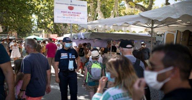 La francia de Saint-Tropez resort de máscaras obligatoria al aire libre