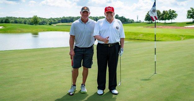 La leyenda de la NFL Brett Favre dice Trump excursión de golf fue  un honor,' alabanzas del presidente habilidades