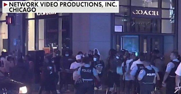 La policía de Chicago se reunieron con la ira después de que el hombre disparó en Englewood, lo que provocó el saqueo