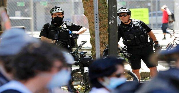 La policía de Seattle cortes cara potencial federal de retroceso