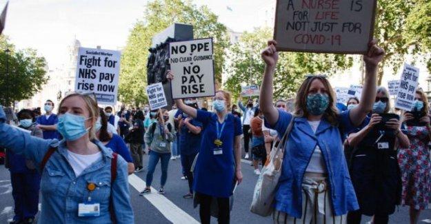 Las enfermeras y el personal del NHS protesta por aumento salarial 'desaire'
