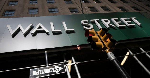 Las poblaciones que apenas se movió en Wall Street, el S&P 500 apenas por debajo de la alta