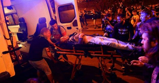 Las protestas de romper a través de Bielorrusia siguiente elección disputada como la policía reprimir a los manifestantes