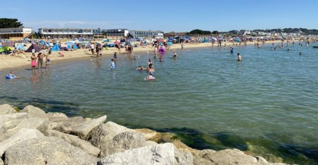 Los amantes de la playa instó a 'la casa' en medio de un clima caliente