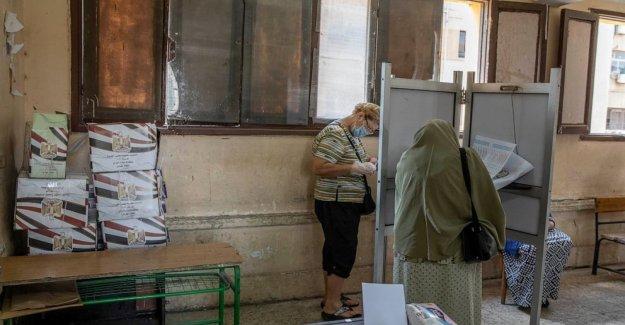 Los egipcios envolver la votación para el Senado de los asientos no tienen el poder
