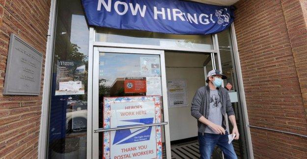 Los empleadores post más empleos en junio, tire hacia atrás en la contratación de