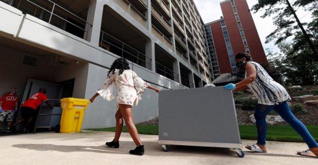 Los estudiantes regresan a la escuela en medio de crecimiento del virus en algunos estados