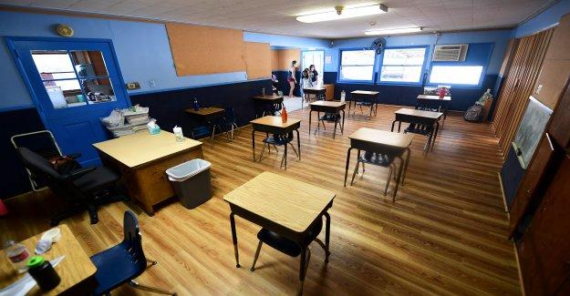 Los estudiantes, según los informes castigado por la publicación de atestados pasillos en línea como Georgia escuelas volverán a abrir