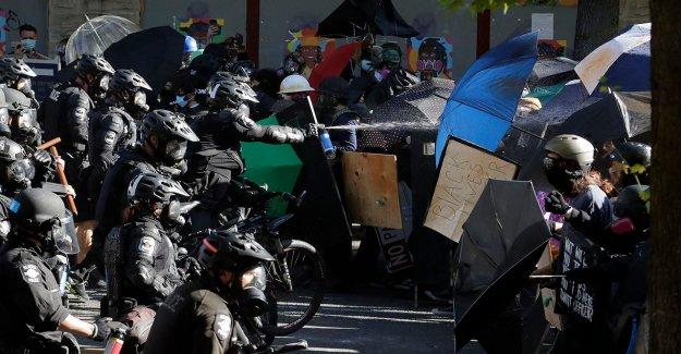 Los manifestantes de Seattle demanda más caro de protección de engranaje fuera de los límites, abogado dice