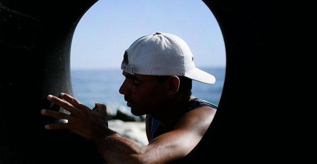 Los venezolanos valientes mar abierto en los tubos, la pesca de supervivencia