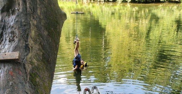 Maryland boy, 6, rescatado después de que se enrede al revés en la oscilación de la cuerda con la cabeza parcialmente en el agua