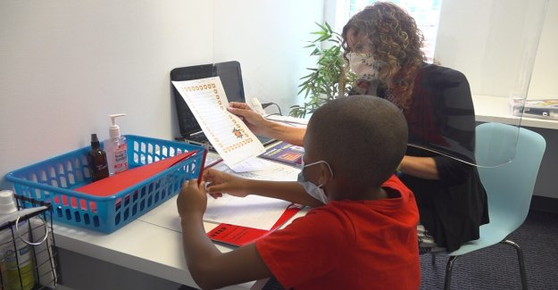 Más padres acuden a los tutores, 'vaina de aprendizaje' para complementar la oferta de servicios en línea